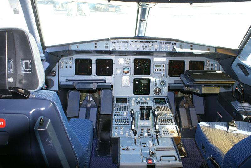 L airbus a321 de la d fense hangar flying vzw for Interior zaventem