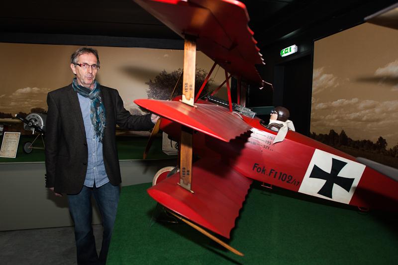 vliegtuig die fotos maakt vanuit de lucht