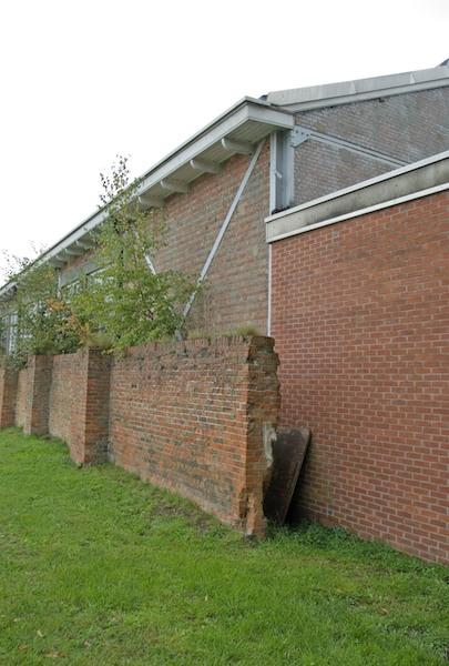 Muren bij loods, bescherming tegen kogels