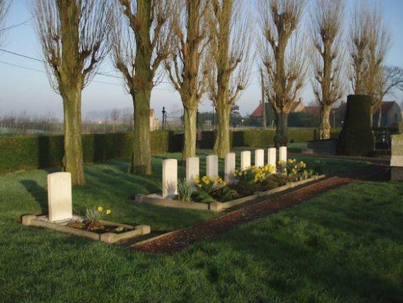 Diverse graven van bemanningsleden – oa crew van Wellington Z1251 UV-X en Halifax MZ340 (2) EY-X