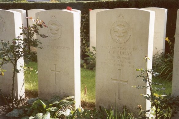 Graven bemanningen Lancaster I LL752 LS-A 15 Sqn en Lysander II L4813 13 Sqn
