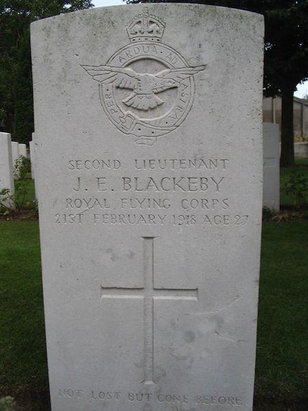 Graven S/Lt J.E. Blackeby, S/Lt J/ Henry en White (RFC)