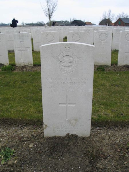 Graven S/Lt Heathcote, Airman Petz, Airman Streat, S/Lt Winter, e.a.