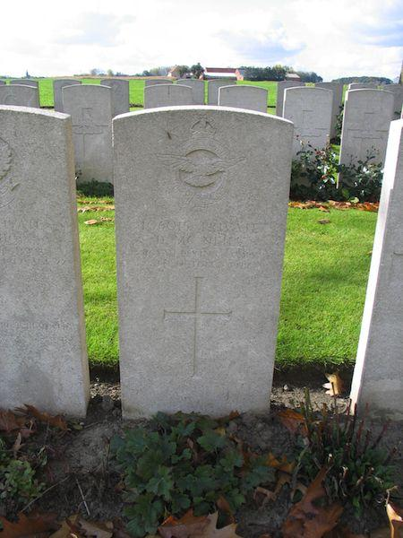 Graven Airman Hoadley en Private McNeill (RFC)