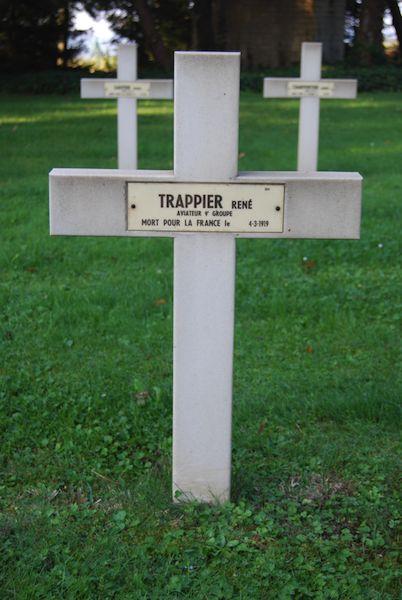 Graven OLt Frhr Karl von Wolfskeel, Trappier René en Fachus Laurent