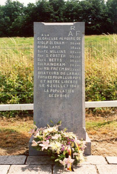 Gedenksteen voor bemanning Lancaster III W5012 PM-O