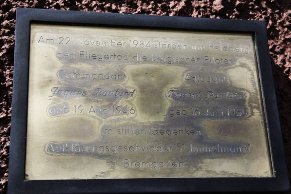 Gedenktplaat Cdt Jaques Boulard en Adj Pascal Poulaint, Alphajet AT07