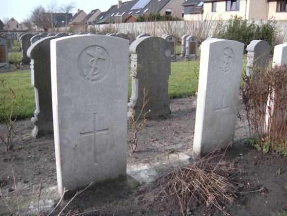 CWG-graven op Belgische militaire begraafplaats