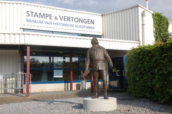 Standbeeld voor Jean Stampe