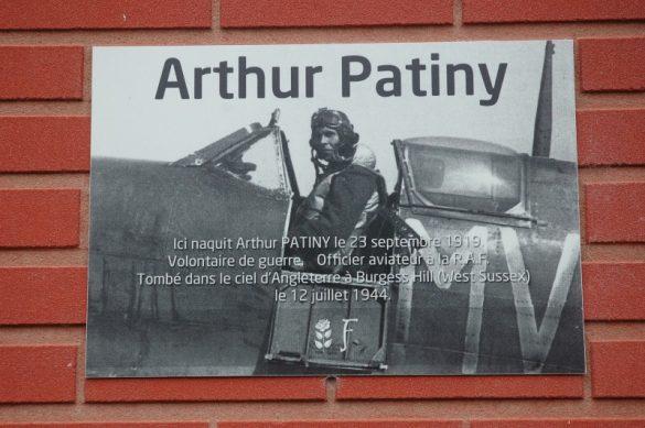 Gedenkplaat op het geboortehuis van Arthur Patiny