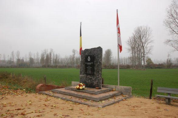 Gedenksteen voor bemanning Wellington HZ481 QO-W