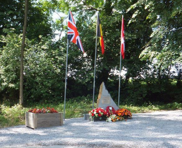 Gedenkteken voor de bemanning van Wellington HZ481 te Hotchamps (Louveigné)