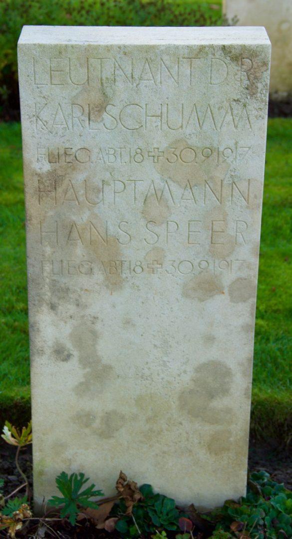 Graf Lt. Karl Schumm en Hptm. Hans Albert Speer