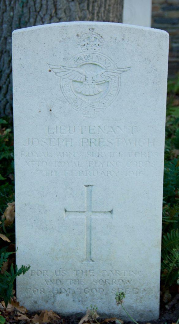 Graven Capt Guy, Airman Knightley, S/Lt Nisbet en Lt Prestwich