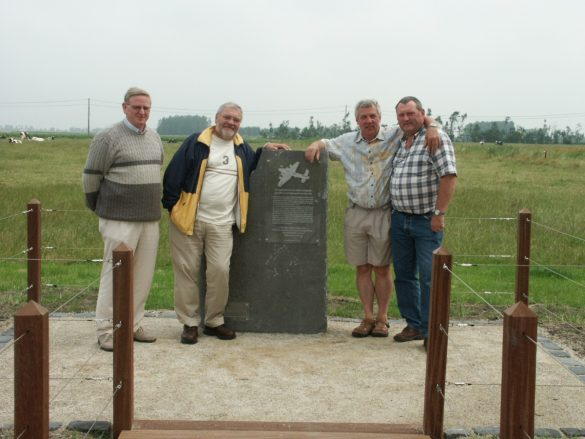 Monument slachtoffers crash Halifax III EY-X MZ340