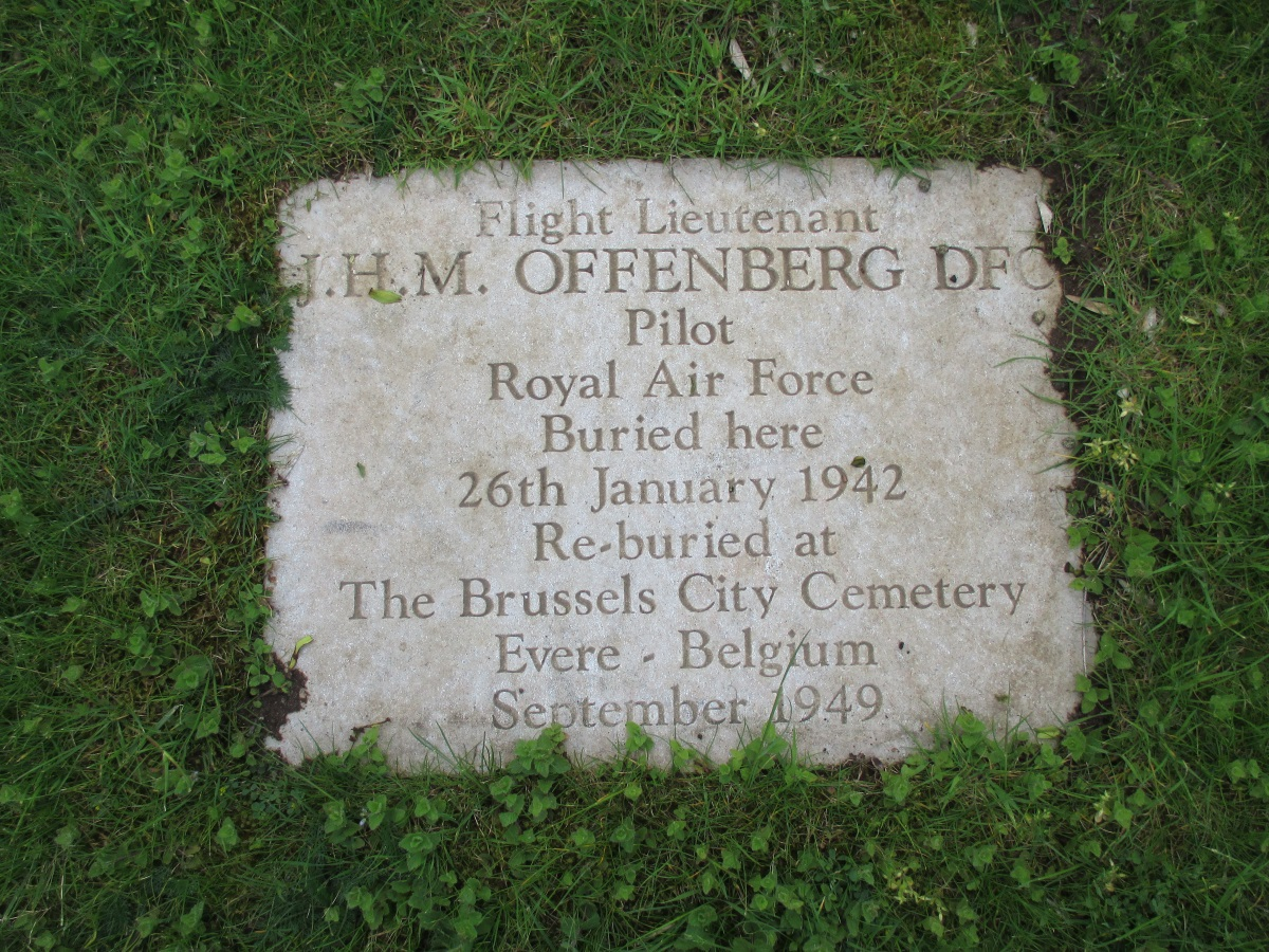 """Gedenksteen voor Jean """"Pyker"""" Offenberg"""