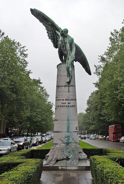 """Monument """"Aan de helden van de luchtvaart"""""""