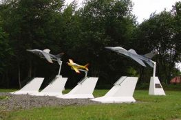 194 Beauvechain Monument PVanCaesbroeck.jpg|194 Beauvechain Monument2 PVanCaesbroeck.jpg