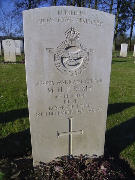609_Hotton War Cemetery_RVerhellen.jpg 609_Hotton_Crash Fronville - Tombe Bickerdike (2)_RVerhelle.jpg 609_Hotton_Tombes crash Fronville (2)_RVerhelle.jpg