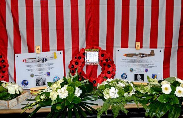 Gedenkplaten voor 1/Lt Donovan Siverts (363 FS, 357 FG) en 2/Lt Otis Kurth (504 FS, 339 FG)