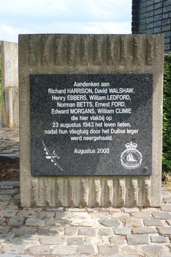 Gedenkteken voor de bemanning van Halifax V EB255/IP-P van 434 RCAF Sq