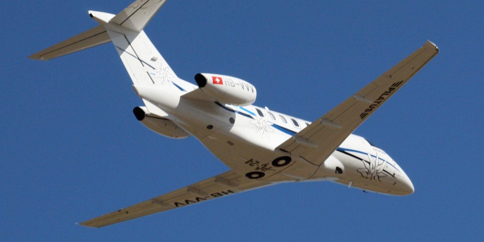 Le Pilatus PC-24 démonstrateur, le HB-VVV (sn 124), à la belle décoration « Edelweiss », amenait la direction du constructeur suisse à Gray, et utilisait pour la première fois la nouvelle piste allongée.