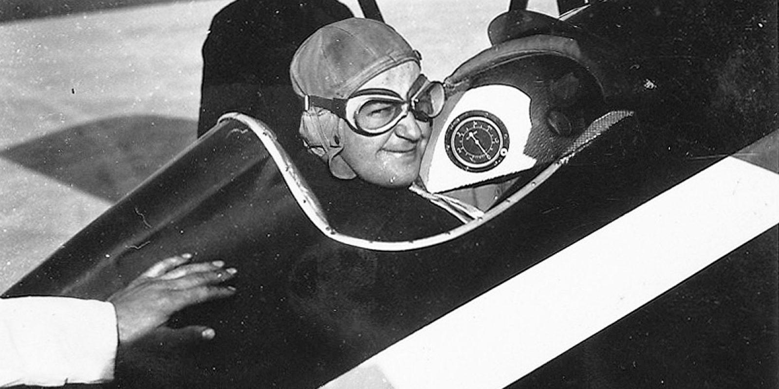 Louis straalt in de cockpit. (Archief familie Enthoven)