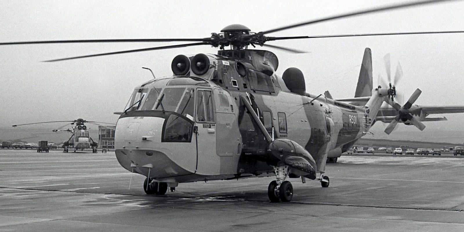 Le RS 01 lors de la présentation à la presse belge le 5 octobre 1976. A l'arrière-plan du RS 01, le C-130 ayant amené les journalistes dans une météo typique des Cornouailles. (Photo Guy Viselé)